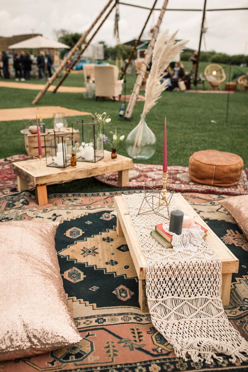 How to create a relaxed, rustic back garden wedding seating ideas