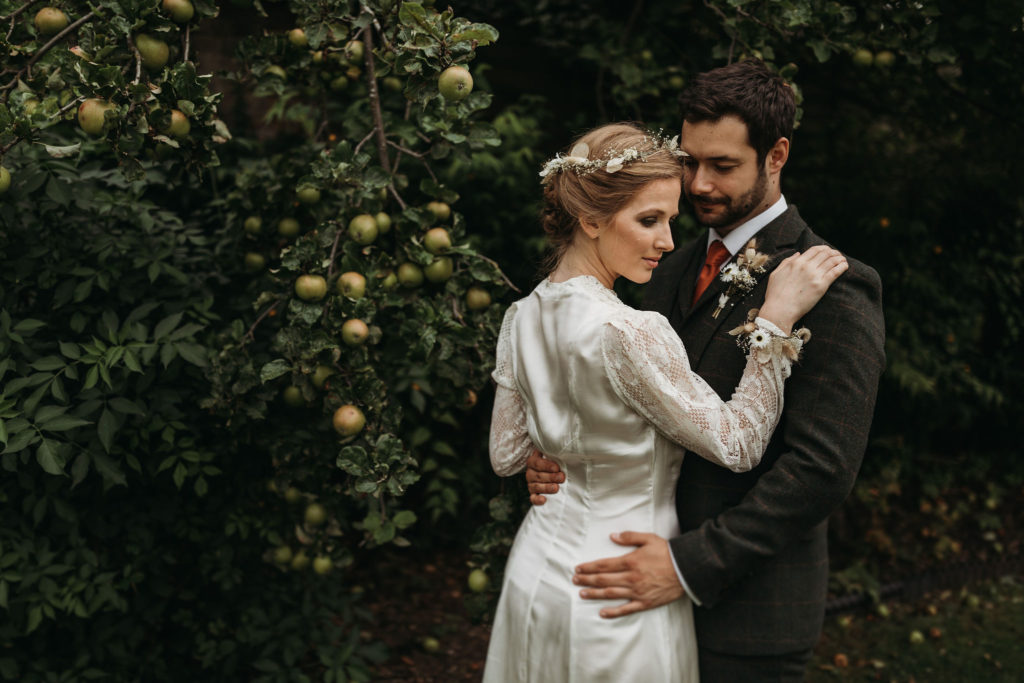 Ethical Vintage Elopement in Cambridge With 1940's Dress and Styling