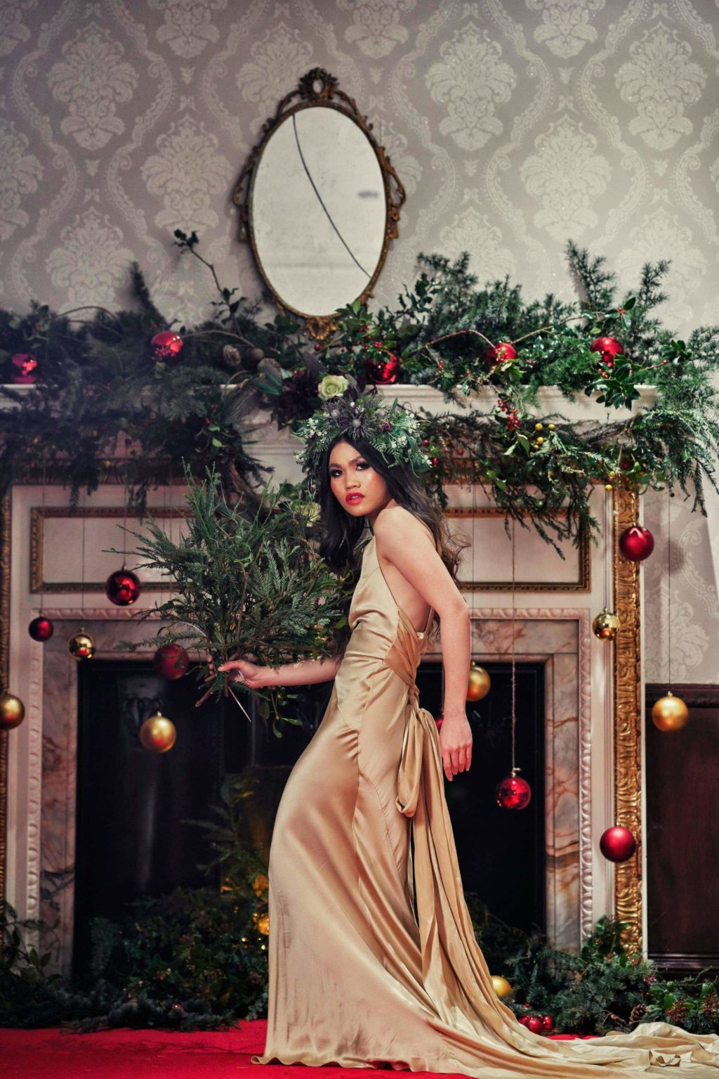 Alternative Christmas Wedding Styled Shoot in reds and golds