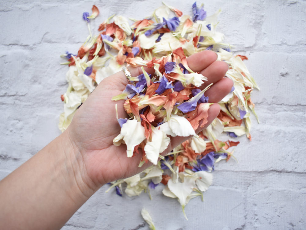 eco-frendly wedding confetti