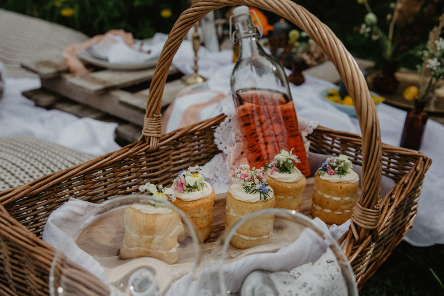 Romantic Styling Ideas For Small Intimate Weddings - PICNIC