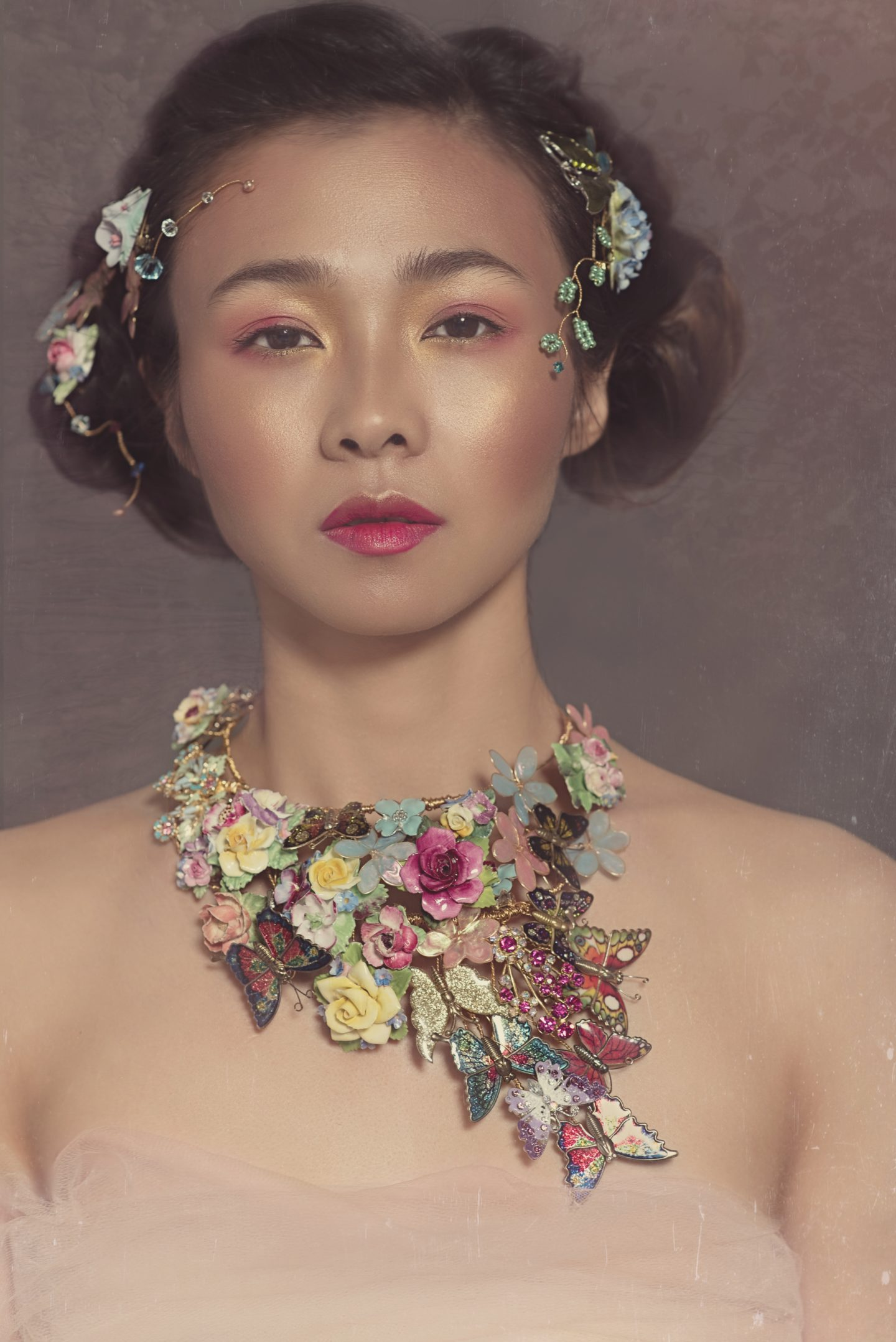 Re-cycled Floral Bridal Accessories For An Avant Garde Wedding Look