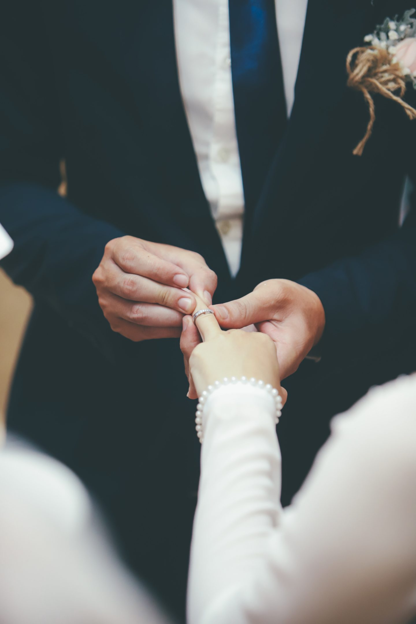 5 Ways To Remember Missing Relatives On Your Wedding Day
