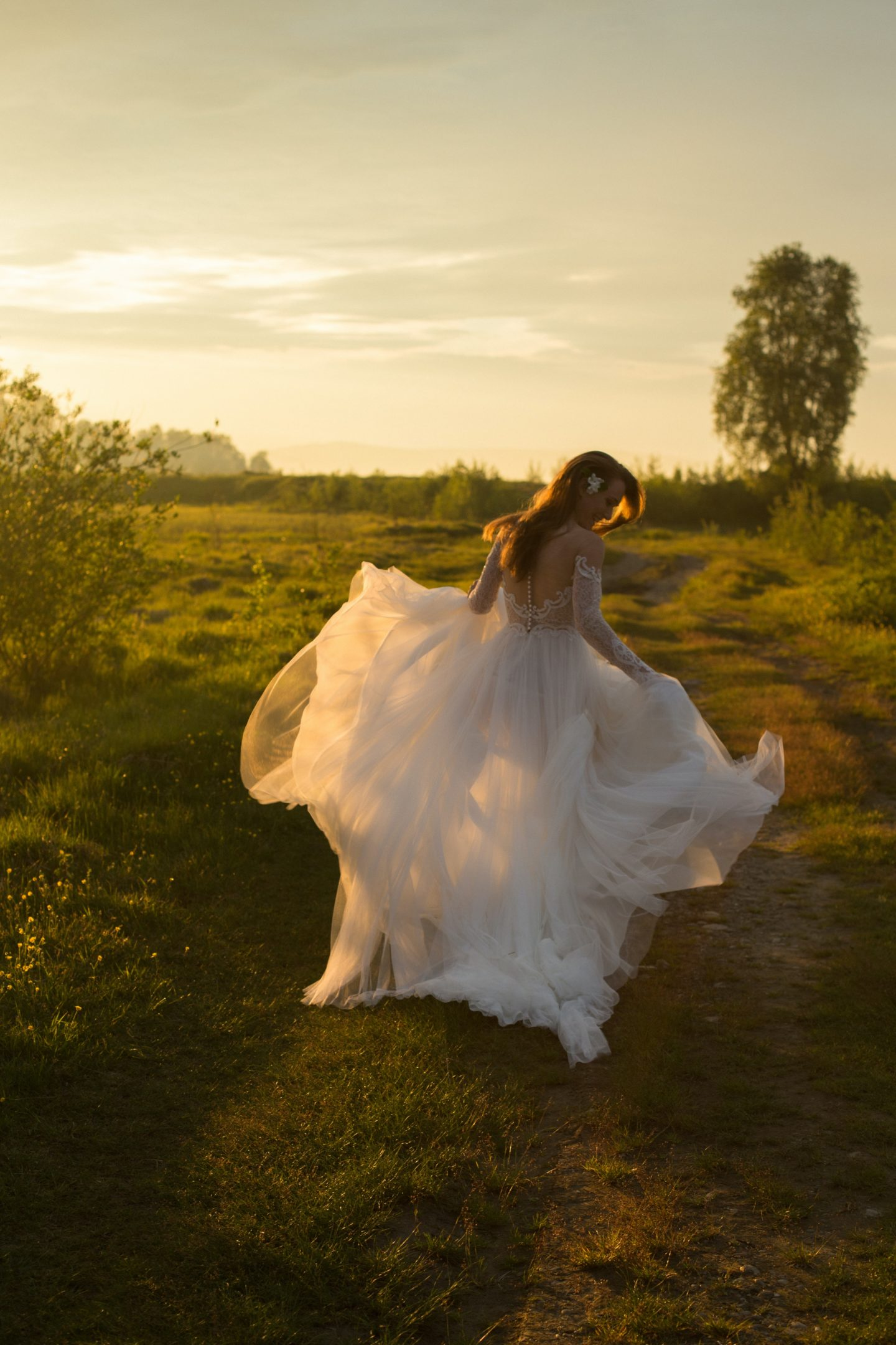 5 Tips To Find Your Perfect Vintage or Pre-Loved Wedding Dress